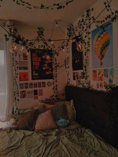 Chill Room, Cozy Room, Room Design Bedroom, Room Ideas Bedroom, Bedroom Inspo, Dorm Room Designs, Indie Room Decor, Indie Bedroom, Edgy Bedroom