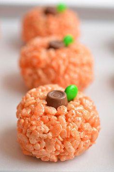 This Rice Krispie Treat Pumpkin recipe is SO cute!