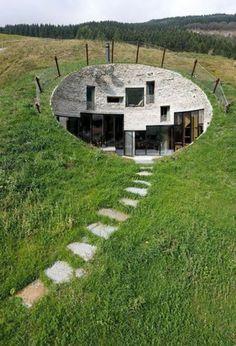 Uma casa debaixo da terra. Topas?