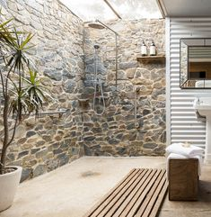 Discover recipes, home ideas, style inspiration and other ideas to try. Farmhouse Renovation, Bathroom Design Inspiration, Design Guidelines, Bathroom Design Luxury, Cute House, Walk In Shower, Beautiful Interiors, Luxury Living, Luxury Kitchens