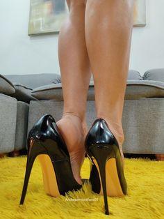 Cool High Heels, Sexy Legs And Heels, Hot Heels, Leather High Heels, High Heel Pumps, Stockings Heels, Nylons Heels, Black Stiletto Heels, Barefoot Girls