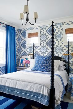 Home Couture Persepolis wallpaper in the Coastal Living Idea House Interior design by Mark D. Image courtesy of Coastal Living. Coastal Bedrooms, Coastal Living Rooms, Blue Bedrooms, Modern Bedrooms, Diy Design, Interior Design, Design Ideas, Cafe Design, Wood Design