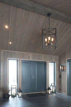 Bilderesultat for jernvitrol trebitt Cabin Homes, Log Homes, Model House Plan, Log Home Decorating, Luxury Cabin, Interior Windows, Cabin Interiors, Winter House, Scandinavian Home