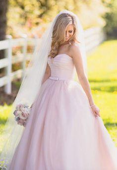 Wedding dress idea; Featured Photographer: Matt Kennedy Photography