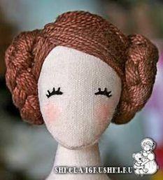 Love the hair on this doll…even the simplified face is good! Love the hair on this doll…even the simplified face is good!Cloth doll inspiration from shkola-igrushki. Love the squash blossom hairdo on this doll and the simplified face.Doll hair id Doll Crafts, Diy Doll, Doll Eyes, Doll Tutorial, Sewing Dolls, Waldorf Dolls, Doll Hair, Soft Dolls, Fabric Dolls