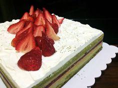 Green Tea Wasabi Berry Cake! Unique x delicious!