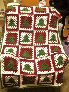 25 Crochet Christmas Patterns to Try - A More Crafty Life Point Granny Au Crochet, Crochet Granny Square Afghan, Granny Square Crochet Pattern, Afghan Crochet Patterns, Crochet Blocks, Granny Square Tutorial, Crochet Stitches, Knitting Patterns, Crochet Christmas Decorations