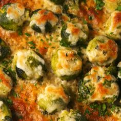 vegetarian christmas recipes In order to smash the Brussels sprouts, you need to boil them first. (Just like smashed potatoes!) Make sure to pat them realllll dry, even after you smashed them, so that they crisp up in the oven. Comida Keto, Cooking Recipes, Healthy Recipes, Steak Recipes, Healthy Food, Vegetarian Recipes Videos, Cooking Fish, Dinner Healthy, Recipes For Clean Eating