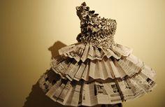 26 Kolekce a nápady úžasných papírových šatů