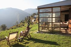Looking for a Himalayan mountain getaway in India that's off the beaten track? These beautiful boutique accommodations will take you away from the crowds. Best Resorts, Hotels And Resorts, Cool Places To Visit, Places To Travel, Getaway Cabins, India Tour, Boutique Homes, India Travel, Himalayan