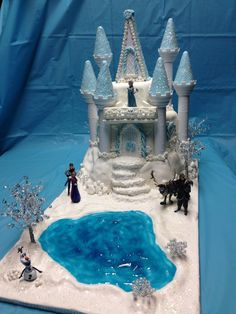 A little different background for our Disney Frozen cake. This is absolutely the best I've seen so far! Torte Frozen, Frozen Castle Cake, Frozen Theme Cake, Castle Cakes, Bolo Frozen, 3rd Birthday Cakes, Frozen Birthday Party, Frozen Disney, Cupcakes