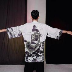 Kimono Hombre Ma no Umi Gilet Kimono, Cardigan Kimono, Kimono Shirt, Japanese Outfits, Japanese Fashion, Japanese Clothing, Black Kimono Jacket, Samurai Costume, Island Outfit