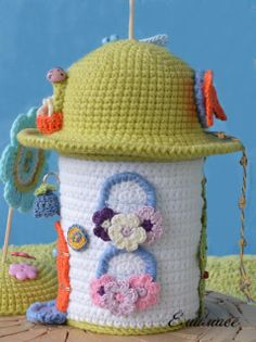 Stunning amigurumi little house! #amigurumi