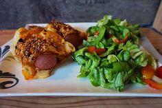 Entdecke mein schnelles Gericht für Pesto Würstchen mit Käse im Blätterteigmantel. Pikant lecker! Das Rezept gibt es auf meinem Foodblog aus Köln.