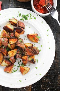 These are the easiest, crispiest and most addicting breakfast potatoes EVER! Plus they are healthy, vegan AND ready in under 20 minutes! Easy Potato Recipes, Easy Healthy Recipes, Vegetarian Recipes, Easy Meals, Meat Recipes, Healthy Food, Best Breakfast Recipes, Eat Breakfast, Brunch Recipes