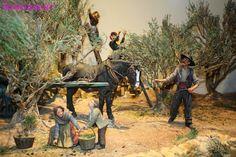 Une magnifique exposition de figurines de Liliane GUIOMAR - la scène de la récolte des olives