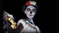 """""""Concurso de Catrinas en Cd. Madero Tamps México"""". Foto de César Santiago Linares Cervantes.   Más en http://bbc.in/RHfuV9"""