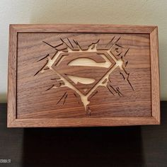 Superman walnut and maple box #scrollsaw #woodwork #superman #dccomics