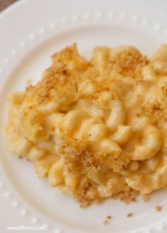 Cheesy Mac N Cheese - the cheesiest, CREAMIEST homemade mac n cheese you'll ever make! Macaroni pasta covered in sharp cheddar cheese, melted into a warm cream sauce, and topped with a perfect panko crust. The whole family will definitely approve! Mc N Cheese, Good Macaroni And Cheese Recipe, Baked Mac And Cheese Recipe, Cheesy Mac And Cheese, Bake Mac And Cheese, Mac And Cheese Homemade, Macaroni Cheese, Macaroni Pasta, Cheddar Cheese