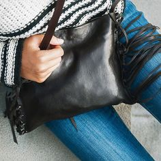 It's still early but we can't wait until the weather of sweaters and #leather boots comes back! #lovefall -- Es una mica d'hora encara pero nosaltres ens morim de ganes de tornar-nos a posar jerseis i botes de tardor  #fall #style #crossbody #leatherbag #autumn #otoño #piel #bolsos #moda by 121aliter