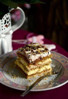 Karamelles-diós sütemény vaníliakrémmel – Tavola in Piazza No Bake Desserts, Dessert Recipes, Poppy Cake, Hungarian Recipes, Chocolate Cheesecake, Cake Cookies, Food Porn, Food And Drink, Cooking Recipes