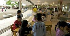 Des enfants courent sur le toit de leur école  au Japon la maternelle fait sa révolution