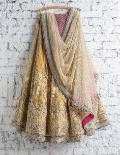Lehenga Choli: Best Indian Lengha and Ghagra Choli Online Indian Fashion Dresses, Indian Designer Outfits, Indian Designers, Fashion Blouses, Women's Fashion, India Fashion, Designer Dresses, Indian Attire, Indian Ethnic Wear