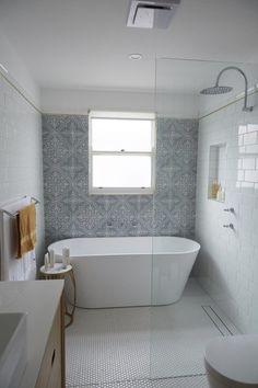 Exciting Bathtub Shower Combo Ideas For Wonderful Bathroom Area Design Bathroom Renos, Bathroom Layout, Bathroom Interior Design, Bathroom Renovations, Bathroom Ideas, Bathroom Organization, Bathroom Designs, Bathtub Ideas, Bathroom Showers