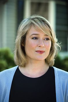 Jennifer Ehle is an American-English actress of stage and screen and best known for her role as Elizabeth Bennet in the successful 1995 miniseries Pride and Prejudice. Elizabeth Bennet, English Actresses, Actors & Actresses, Jennifer Ehle, Medium Length Bobs, Ana Steele, Wedding Movies, Meryl Streep, British Actors