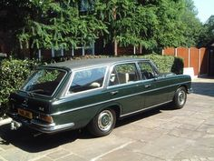 In 1968 Mercedes launched its ultimate saloon model, the 300SEL 6.3. The 300SEL 6.3 was quite simply an amazing car. It had the same body shell as the long wheelbase 300SEL 3.5 but used the same 6.3 litre V8 normally reserved for the much heavier 600. The 300SEL 6.3 looked