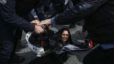 Gummigeschosse stoppen Protest: Türkische Polizei löst Frauen-Demo auf