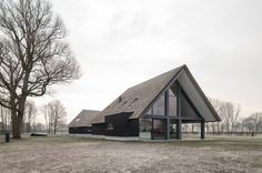 All black architecture Contemporary Barn, Modern Barn, Modern Farmhouse, Eco Buildings, Property Design, Building A New Home, Architecture Details, Black Architecture, Future House