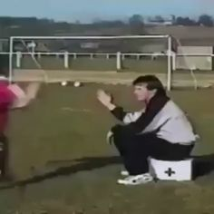 funny videos,Funny, Funny Categories Fuunyy Vive les ballons de football xD Source by Crazy Funny Memes, Really Funny Memes, Funny Relatable Memes, Haha Funny, Funny Jokes, Funny Football Memes, Hilarious, Funny Prank Videos, Funny Short Videos