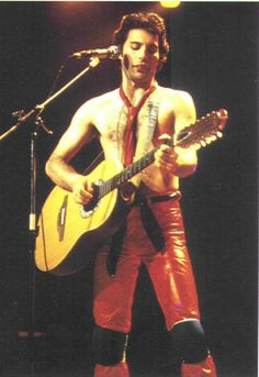 http://www.queenzone.com/multimedia/pictures/images/Freddie_Mercury/16820038576.jpg