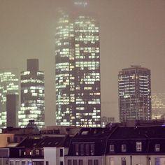 Frankfurt ist der Knotenpunkt für die Finanzszene Deutschlands. Die Skyline ist für mich schon immer ein Bringer für Ideen und Motivation gewesen.  #igersffm #startup #ffm #Business #Frankfurt #Motivation #money #inspiration