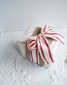 Adorable Christmas gift wrapping idea, plus a tutorial on how to make burlap ribbon!