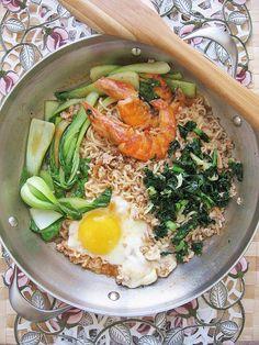 Skillet noodles with shrimp, eggs and kale