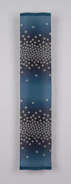 indigo shibori, no instructions, quite lovely between circles in ombre and dye in ombre.