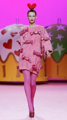AGATHA RUIZ DE LA PRADA Pop Art Fashion, Weird Fashion, Fashion Show, Fashion Design, Couture Fashion, Runway Fashion, Designer Tights, Crazy Dresses, Candy Costumes