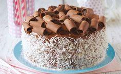 do bolo prestígio pelado, você usará ovos, óleo, açúcar, leite, farinha de trigo, chocolate em pó, fermento em pó, leite condensado, manteiga e coco ralado. O resultad Chocolate Recipes, Chocolate Cake, Just Desserts, Dessert Recipes, Quilted Cake, Layer Cake Recipes, Savoury Dishes, No Bake Cake, Cupcake Cakes