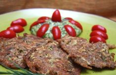 Frittelline integrali con zucchine e patate, crema di avocado e pomodorini marinati - Cucina Naturale