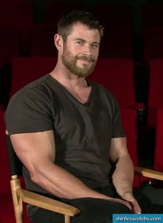 Chris-Hemsworth-Muscles-Biceps-008.jpg (650×888)