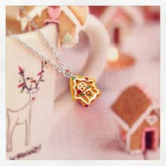 Gingerbread house ketting by Applepiepieces