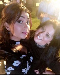 Another selfie moment with #selfiequeen and gorgeous singer @shreyaghoshal