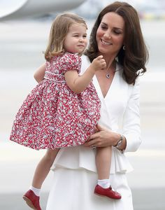 Kate Middleton & Prince William Arrive in Poland with George & Charlotte!: Photo Kate Middleton holds Princess Charlotte, in her arms while Prince William walks hand in hand with Prince George, after arriving for their tour of Poland on… Princess Kate, Prince And Princess, Little Princess, Prince Harry, Princesa Charlotte, Kate Und William, Prince William And Catherine, Estilo Kate Middleton, Kate Middleton Style