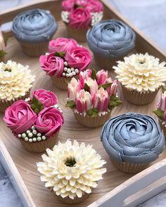 59 Best ideas for cupcakes decorados ideas birthday cakes Cupcakes Lindos, Cupcakes Flores, Flower Cupcakes, Bouquet Of Cupcakes, Oreo Cupcakes, Gourmet Cupcakes, Strawberry Cupcakes, Easter Cupcakes, Velvet Cupcakes