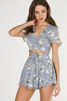SUPER CUTE Flirty printed crop top with floral patterns throughout. Flowy cap sleeves with ties to wrap around the waist. Crop Top Outfits, Edgy Outfits, Cute Outfits, Fashion Outfits, Women's Fashion, Summer Crop Tops, Lace Crop Tops, Floral Top Outfit, Crop Top And High Waisted Shorts
