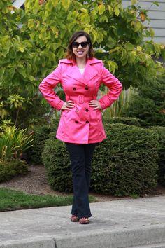A cor pink quebra a seriedade do trench coat e levanta o look! Tudo a ver com a campanha Outubro Rosa!