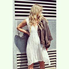 PRIVATSACHEN #privatsachen #coconcommerz #hamburg #eppendorf #lagenlook #layeredlook #fashion #mode #art #kunst #eco #sustainable #natural #handdyed #linen #silk #cotton #ootd #streetstyle #streetfashion #outfit