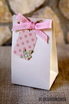 Tempo di prima Comunione… Craft Packaging, Soap Packaging, Decorated Gift Bags, Cupcakes For Boys, Milk Box, Diy Gift Box, Envelope Design, Pretty Box, Party Favor Bags